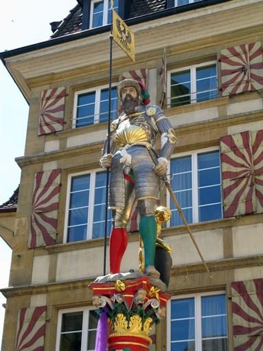 Excursion Neuchâtel statue et place